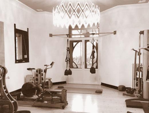 Praxis Physio-und-Sporttherapie in Hannover - Warme Räume mit Holzdielen und Atmosphäre in einer schönen Jugendstilvilla